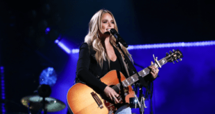 miranda lambert on stage with guitar