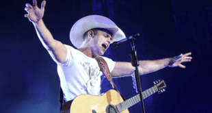 Dustin Lynch singing